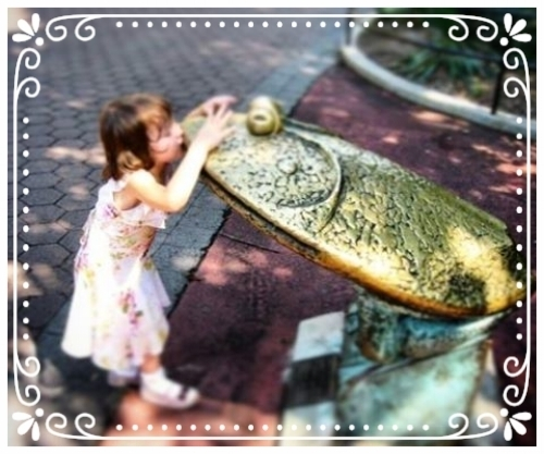 Lise, at 4, kisses a frog and the National Zoo in Washington D.C.